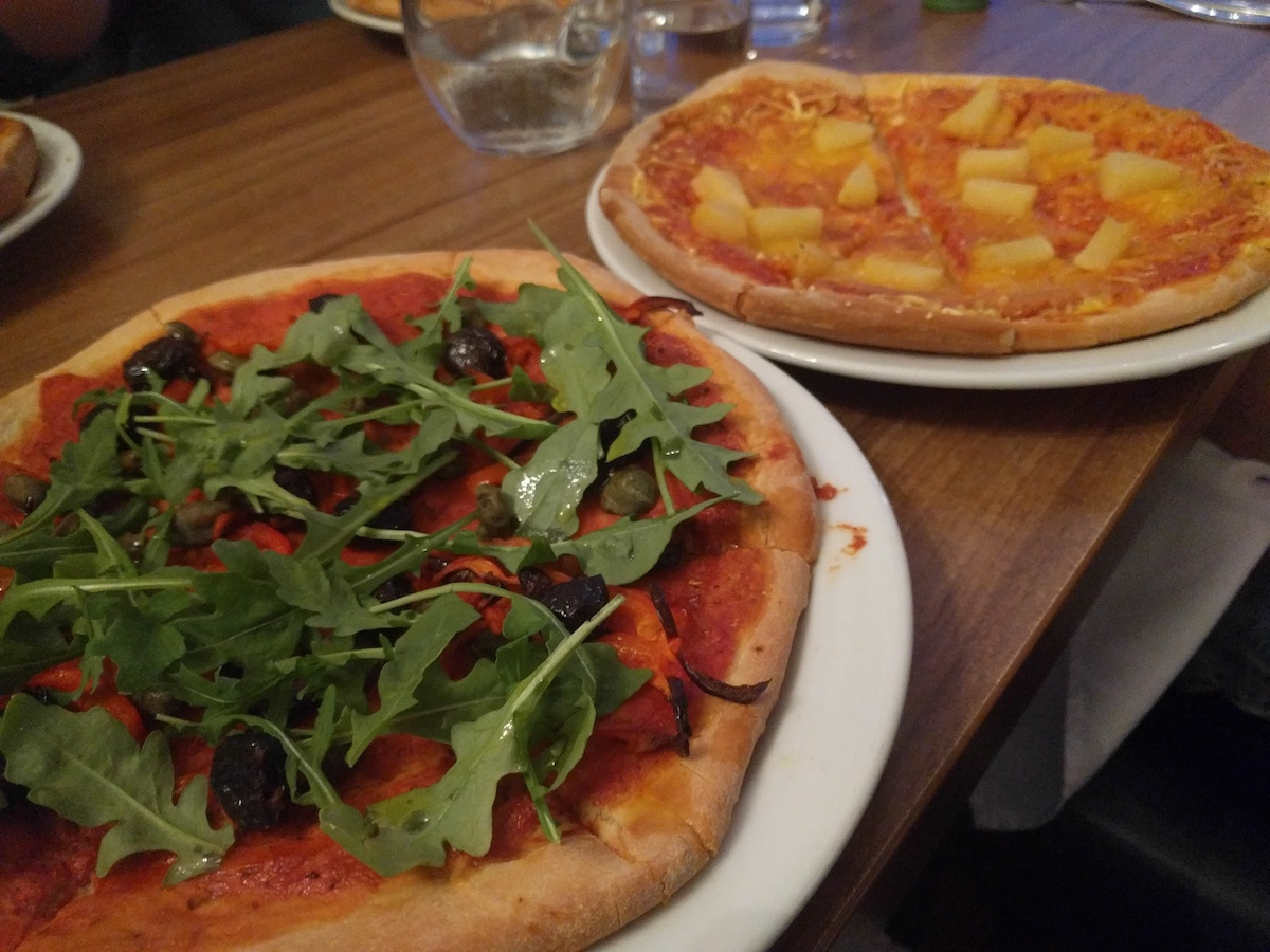 Vegan pizza at Felicity's in Whiting Bay (2019)
